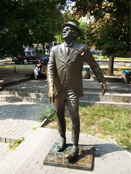 Памятник «великому слепому» Паниковскому в Киеве