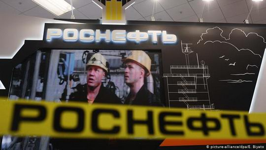 """Европейский суд отклонил апелляцию компании """"Роснефть"""" на экономические санкции Евросоюза, введенные против России за дестабилизацию ею Украины."""