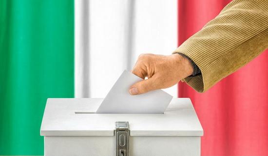 О поддержке этого предложения среди населения свидетельствуют данные экзитпола, распространенные в понедельник агентством ANSA по завершении голосования.