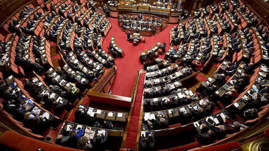В Италии на референдуме поддержали сокращение числа парламентариев.