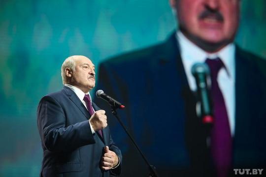 Беларусь вынуждена закрыть границу с Польшей и Литвой. Граница с Украиной будет усилена. Об этом заявил Александр Лукашенко, выступая на женском форуме «За Беларусь».