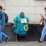 Счетная палата заявила, что рост бедности поставил под угрозу выполнение национальной цели