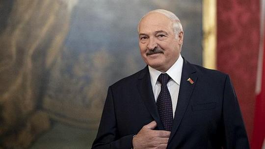 """Александр Лукашенко на встрече с послом Китая в Беларуси Цуй Цимином прокомментировал свою """"тайную инаугурацию"""" и мнение других стран по этому поводу."""