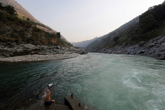 Место слияния рек Алакнанда и Бхагиратхи, притоков Ганга.