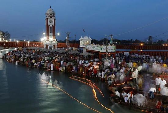 Вечерняя молитва в городе Харидвар.