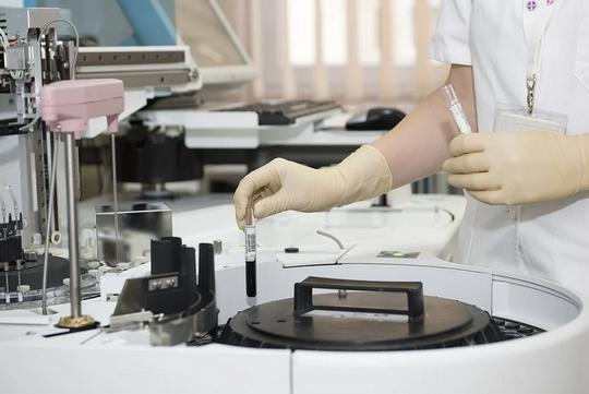 Пациенты, заразившиеся коронавирусом, могут испытывать звон и шум в ушах