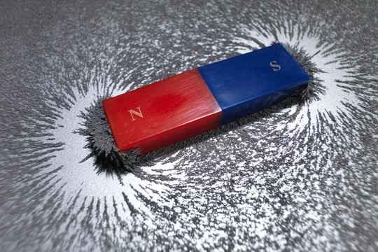 В постоянном магните все атомы представляют собой крошечные магниты