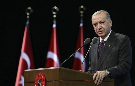 Президент Турции Тайип Эрдоган призвал в понедельник граждан республики не приобретать французские товары.