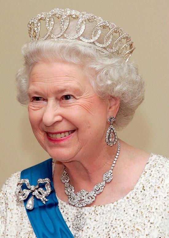 Елизавета II во Владимирской тиаре без подвесок