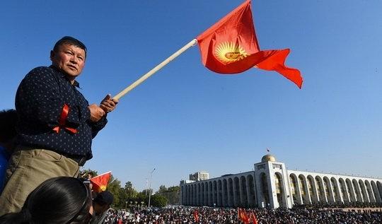 Что сейчас происходит в Киргизии? А там случилась революция!