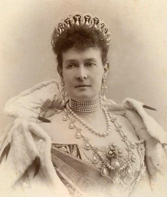 Мария Павловна в тиаре с жемчужными подвесками