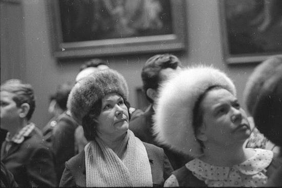 Посетители в Третьяковской галерее