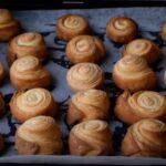 Слоеные булочки-завитки из йогуртового теста