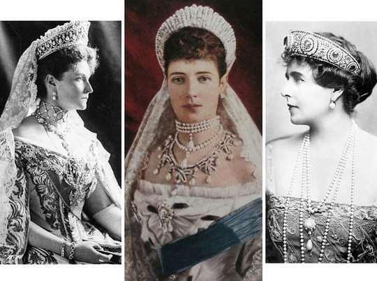 Судьба тиар российской императорской фамилии, как, впрочем, и других украшений Романовых, сложилась незавидно – если не сказать трагически.
