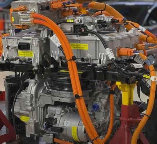 Один из самых популярных американских автопроизводителей Chevrolet, являющийся подразделением General Motors, предоставил поклонникам своей марки возможность превратить старый автомобиль с современный электромобиль