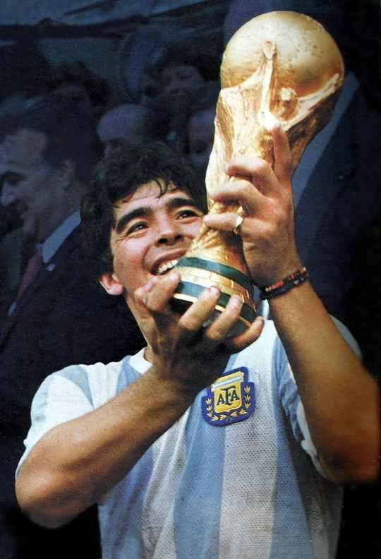Величайший футболист мира Диего Армандо Марадона скончался 25 ноября 2020 года, в возрасте 60 лет.