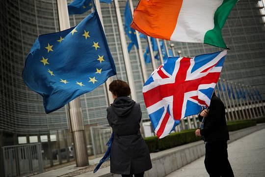 """Глава Еврокомиссии и британский премьер договорились не позднее 13 декабря определить, имеются ли шансы заключить соглашение об отношениях сторон после """"Брекзита"""""""