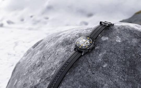 В начале ноября 2020 года компания Realme вывела на рынок недорогие умные часы марки Realme Watch S с 1,3 дюймовым LCD дисплеем (360×360p).