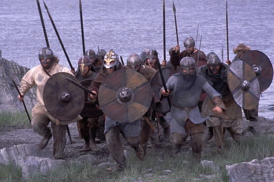 В отличие от викингов, берсерки нападали на своих