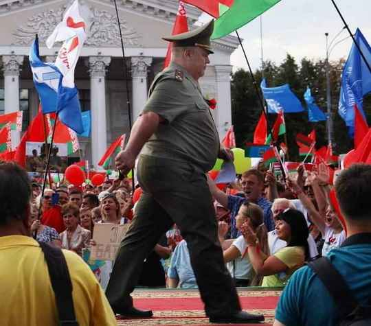 Военный комиссар Гомельской области Андрей Кривоносов предлагает сделать в Беларуси свой собственный интернет, который будет контролировать государство.