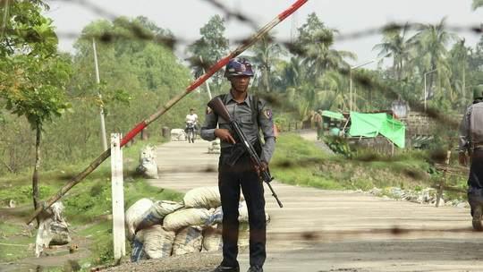 Военные Мьянмы задержали членов правительства, заявили о переходе власти под их контроль сроком на один год и объявили в стране чрезвычайное положение.
