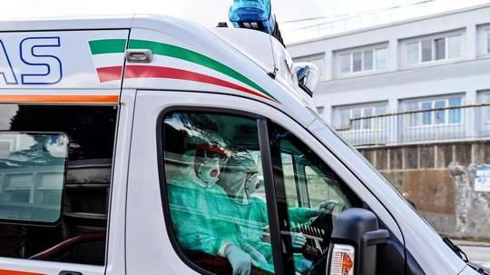 Итальянская мафия в Неаполе приказала водителям скорой помощи перестать использовать сирены и мигалки.