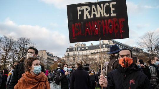 Национальная ассамблея Франции одобрила законопроект «Об укреплении республиканских принципов», который призван защитить статус страны как светского общества и противостоять радикальному исламизму.