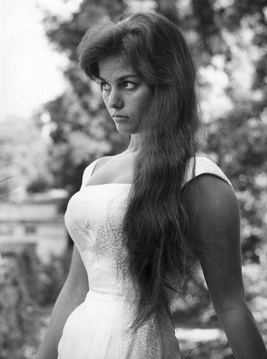 Клаудия Кардинале - популярная актриса с 1960-х и по сей день.