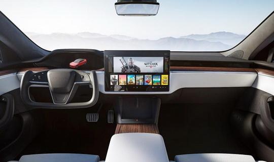 Компания Tesla показала фотографии салона обновленной Model S версии 2021 года, которая по слухам пойдет в продажу через считанные месяцы.