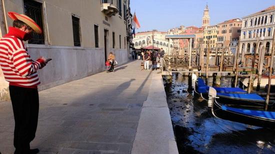 Многие венецианские гондольеры временно остались без работы