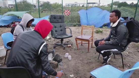 За последний год 35 тыс. человек обратились за убежищем в Британии. Среди них больше всего было граждан Ирана, Албании и Ирака.