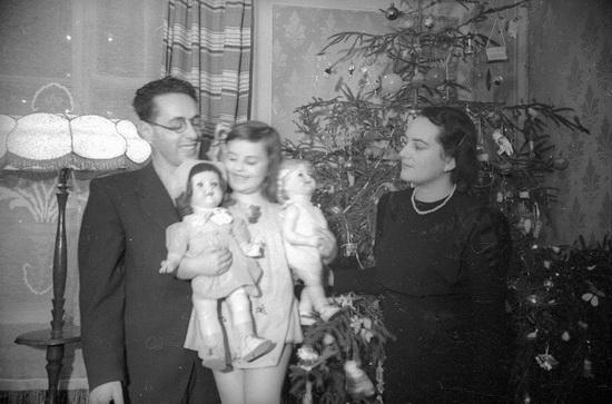 С женой Раисой и дочерью Натальей