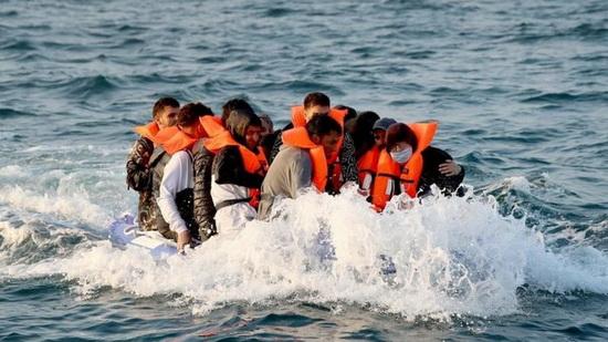 Больше 8 тыс. мигрантов пересекли Ла-Манш незаконно за прошедший год