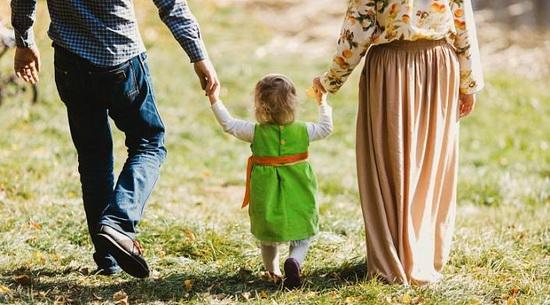 Это так быстро проходит; это время, пока мы так нужны детям. Детство очень короткое. И жизнь тоже.
