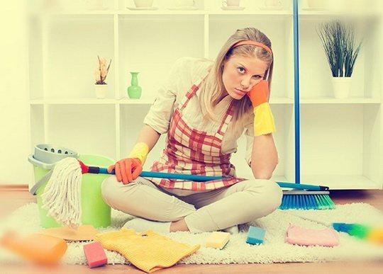 Перспектива собирать раскиданные вещи и мыть полы мало кого радует.