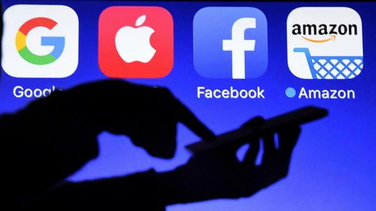 В правительстве РФ рассматривают инициативу обязать зарубежные IT-компании открывать в России представительства и платить налоги.