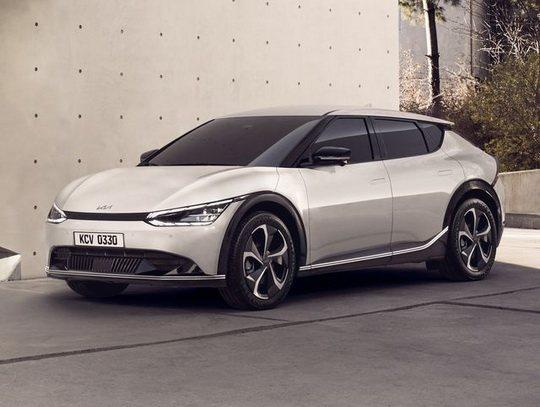 Компания Kia представила первые фотографии экстерьера и салона новой электрической «пятидверки» EV6 — первой модели бренда на модульной платформе E-GMP.