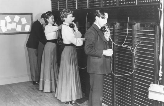 Телефонные операторы на станции в Бостоне, 1878 г.