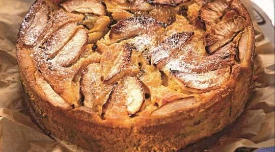Тыквенный пирог с яблоками — вариант беспроигрышный, ведь два главных ингредиента начинки просто созданы друг для друга