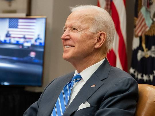 Президент США Джо Байден представил план по обновлению инфраструктуры и промышленности в стране на $2 трлн, передает газета The New York Times.