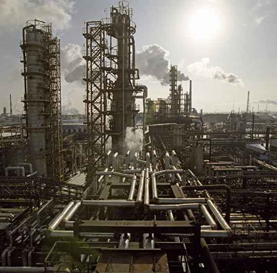 Международное рейтинговое агентство Moody's улучшило до позитивного со стабильного прогноз по мировому энергетическому сектору на фоне роста цен на энергоносители