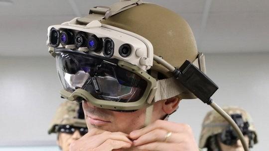 Microsoft выиграла контракт министерства обороны США на поставку более 120 000 шлемов дополненной реальности.
