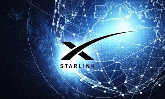 Независимое тестирование выявило уверенный рост скорости передачи данных спутниковым провайдером Starlink — его развивает основанная Илоном Маском компания SpaceX.