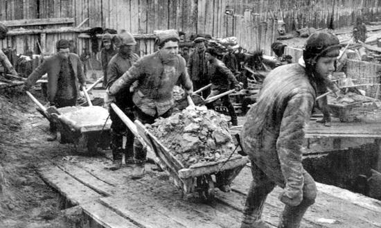 Заключенные на строительстве Беломорско-Балтийского канала, 1932 год