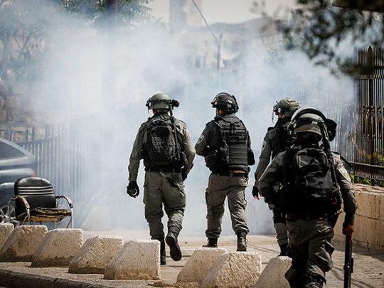 По меньшей мере 305 палестинцев получили ранения в понедельник в результате столкновений в районе мечети Аль-Акса на Храмовой горе в Иерусалиме