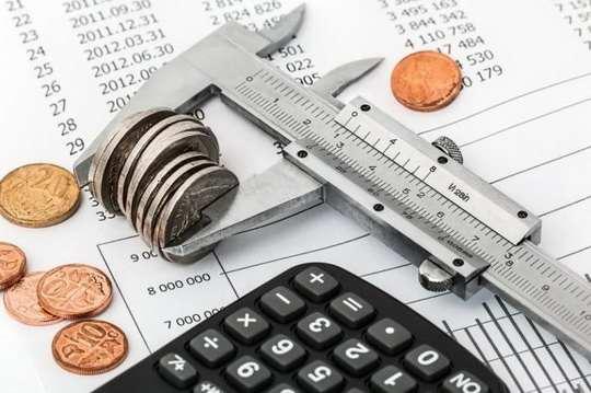 С начала нынешнего года вступил в силу закон, согласно которому вводится налог в размере 13% на сумму дохода от банковских вкладов граждан, превышающую 1 000 000 рублей.