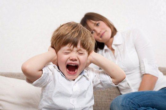 Специфическое поведение, когда человек высказывается или ведет себя демонстративно противоположно ожидаемому