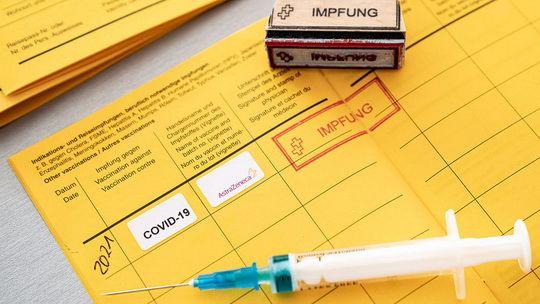 Совет ЕС утвердил предложение Еврокомиссии (ЕК) о том, чтобы граждане, прошедшие полную вакцинацию, могли свободно совершать поездки в пределах Евросоюза.