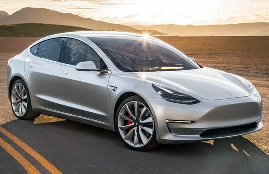 По задумке Илона Маска, наименования моделей автомобилей марки Tesla должны были складываться в слово SEX