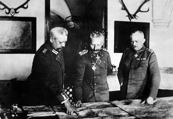 Вильгельм II, Людендорф и Гинденбург
